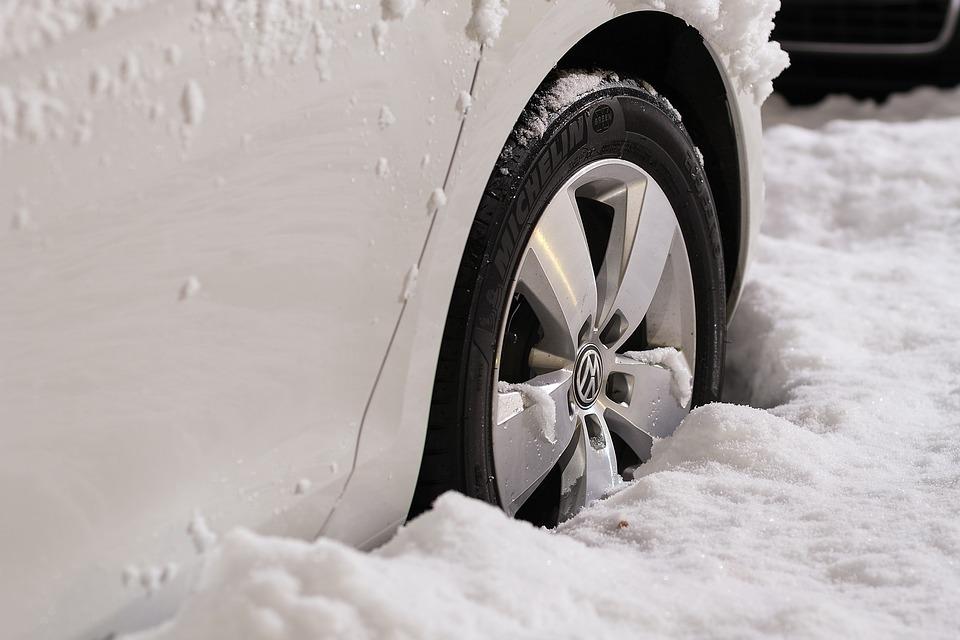 czyszczenie felg - zimowe auto